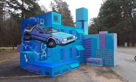 """Kultūras un atpūtas parkā """"Mežaparks"""" izvietota foto siena ar uzgleznotām 3D ilūzijām"""
