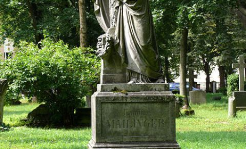 Mailingeru ģimenes kapa piemineklis