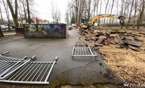 Rēzeknes kultūras un atpūtas parkā sākušies skeitparka būvniecības darbi