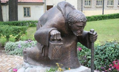 """Skulptūra """"Gadsimtiem ejot"""""""
