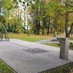 Piemiņas akmens Strūves parkā