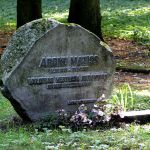 Āronu Matīsa kapa piemineklis Lielajos kapos Rīgā