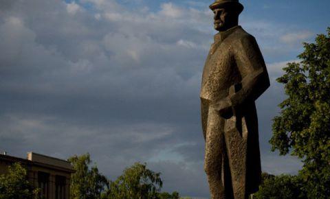 Памятник Янису Чаксте