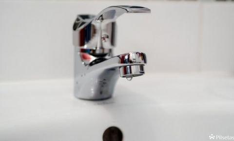 """""""Rīgas ūdens"""" atsāk galvaspilsētas ūdensvadu skalošanu"""