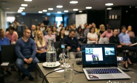 В риге прошла конференция по маркетингу влияния Click&Connect: о чем спорили местные блогеры и знаменитости