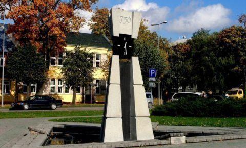 Skulptūra - pulkstenis