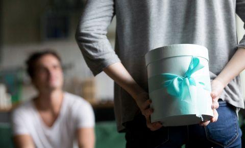 7 neaizmirstamu dāvanu idejas kāzu gadadienas svinībām