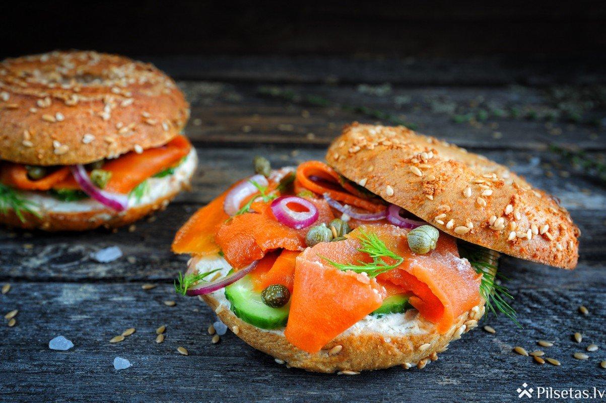 Sātīgās sendviču receptes pārgājienam dabā: iesaka Barbora garšas eksperts Dzintars Kristovskis