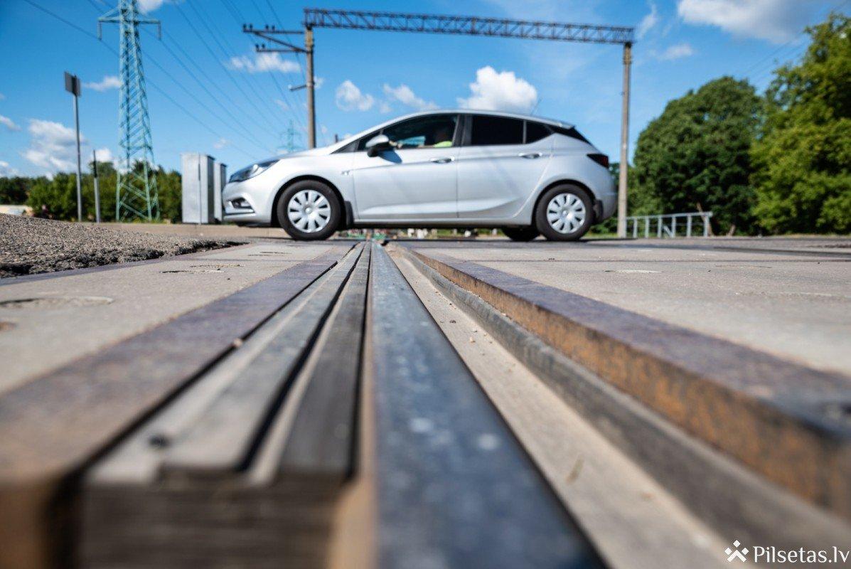 Šogad uz dzelzceļa pārbrauktuvēm visā Latvijā fiksēti gandrīz 60 negadījumi, kuros iesaistītas automašīnas