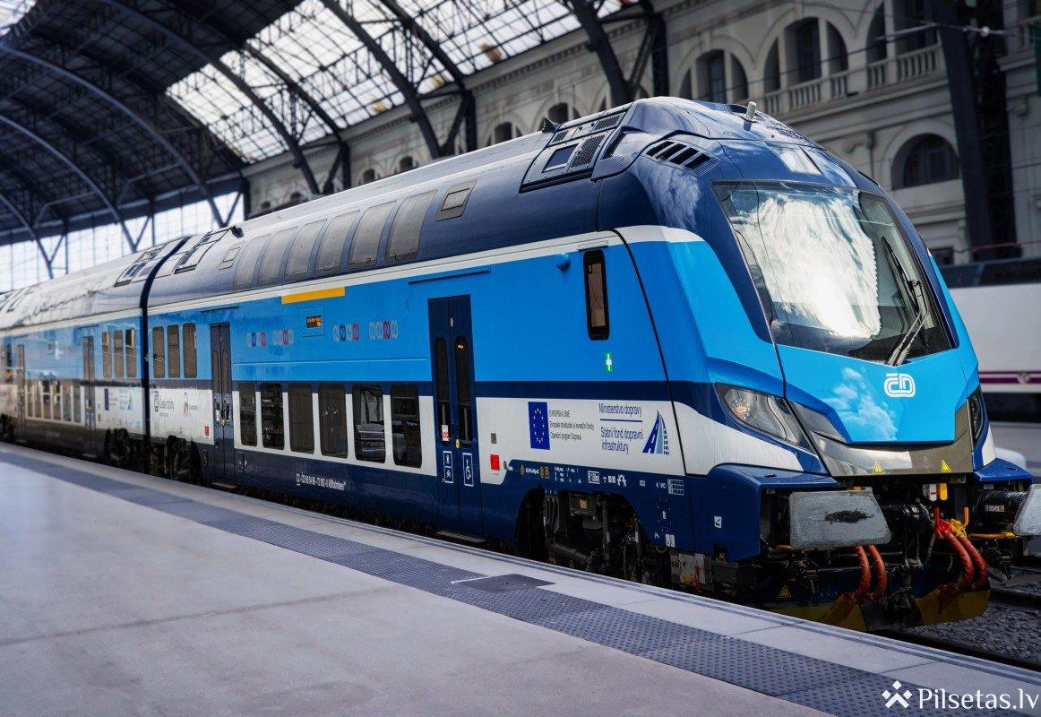 """""""Škoda Transportation"""" prezentē jaunus divstāvu vilcienu sastāvus"""