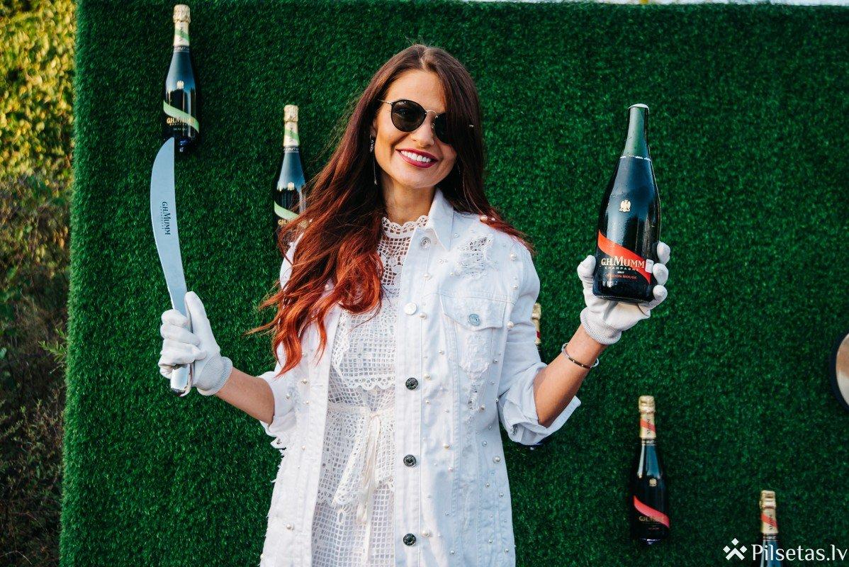 Pašmāju slavenības līksmo ekskluzīvās  šampanieša svinībās