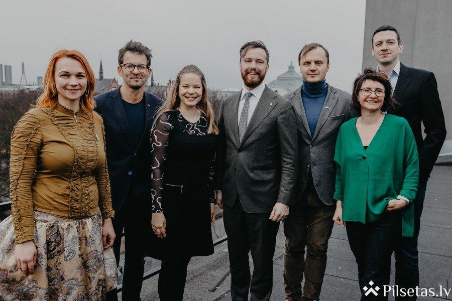 """Kustība """"The Red Jackets"""" dibina Latvijas Eksportētāju asociāciju"""