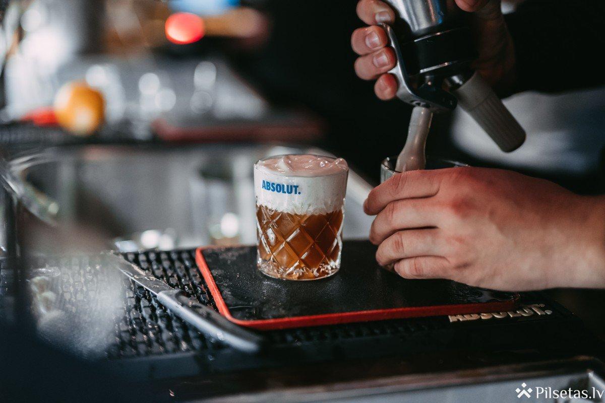 Rīgā spilgti aizvadīta pirmā zero waste kokteiļu ballīte
