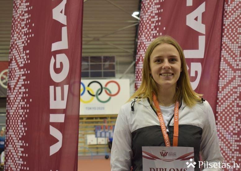 Ieva Annija Stepiņa LR čempione lodes grūšanā U-18 vecuma grupā