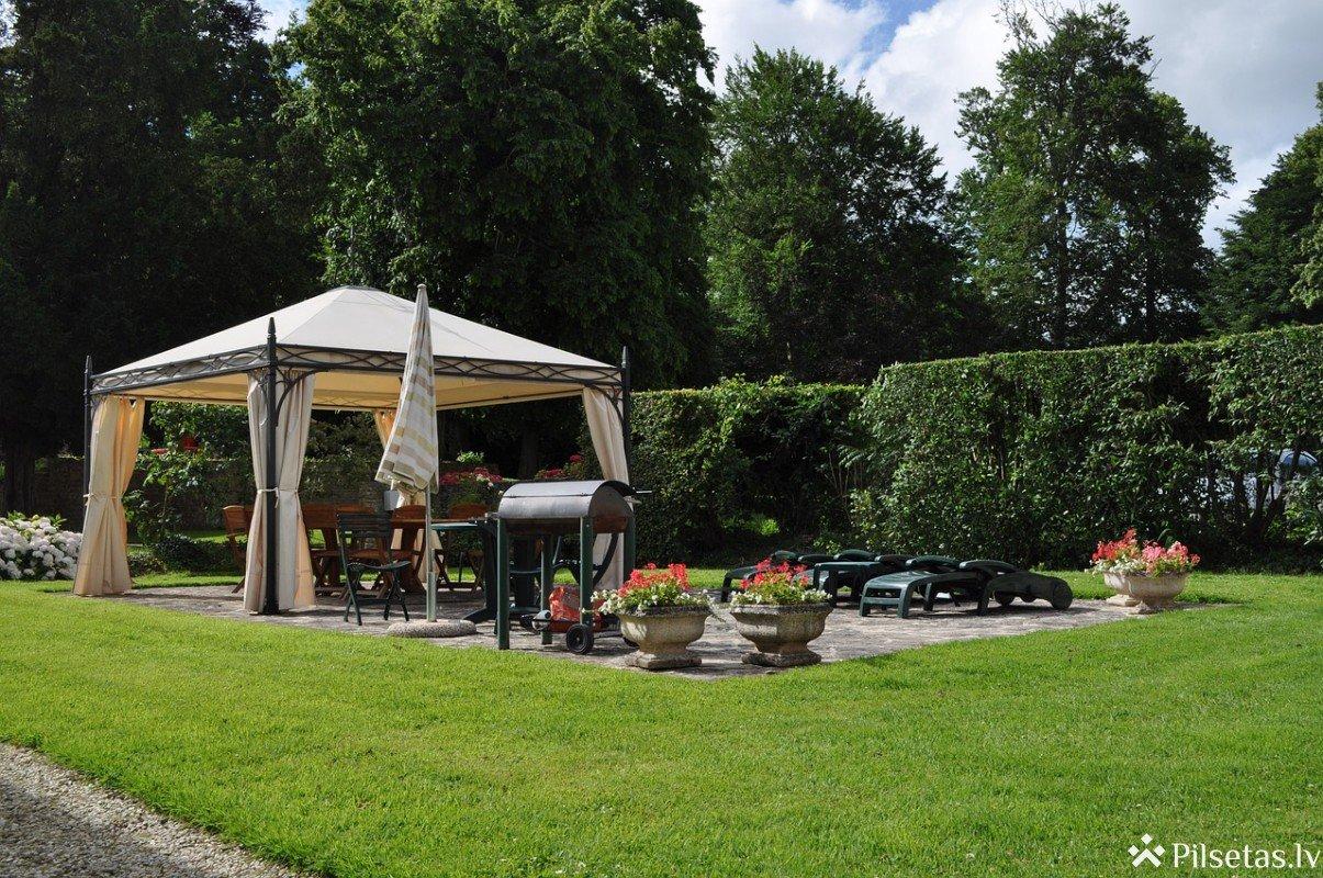 Kā nopirkt kvalitatīvu dārza nojumi?