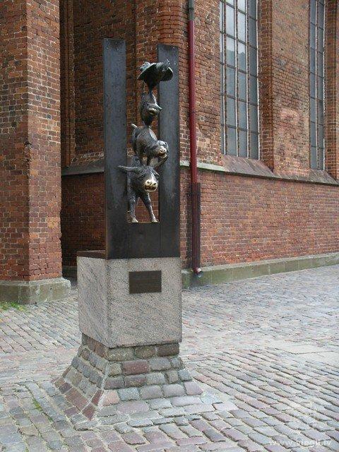 Brēmenes muzikantu skulptūra Vecrīgā