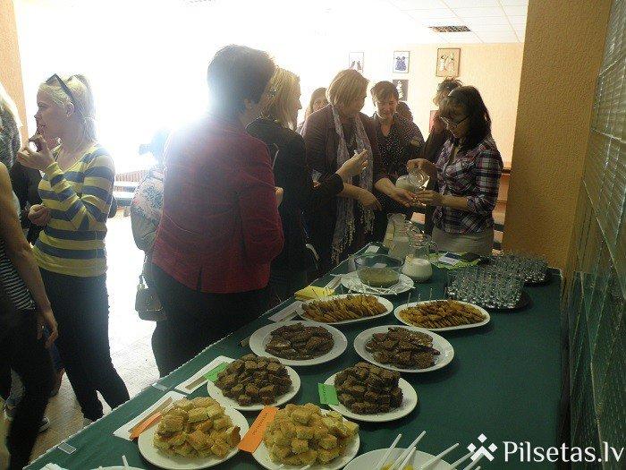Preiļu topošie pavāri aicināja uz drošas pārtikas degustāciju