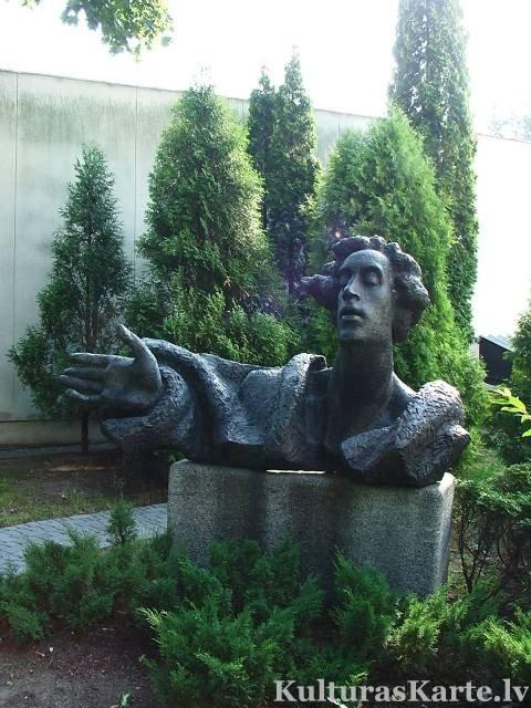 Piemineklis Eduardam Smiļģim