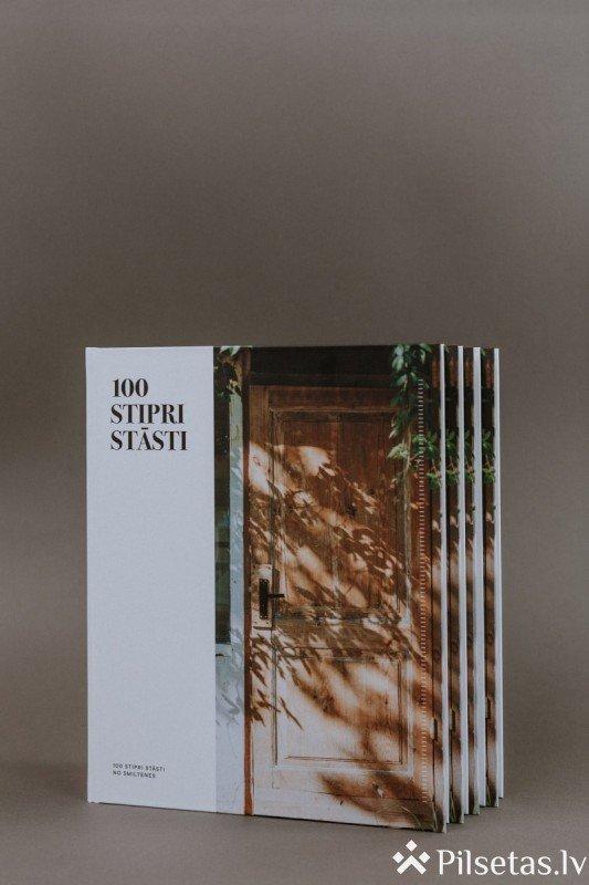 """Atzīmējot Smiltenei 100, izdota unikāla fotogrāmata """"100 stipri stāsti"""""""