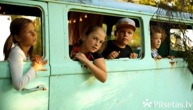 """Ģimenes filma """"Vecā dārza noslēpums"""""""