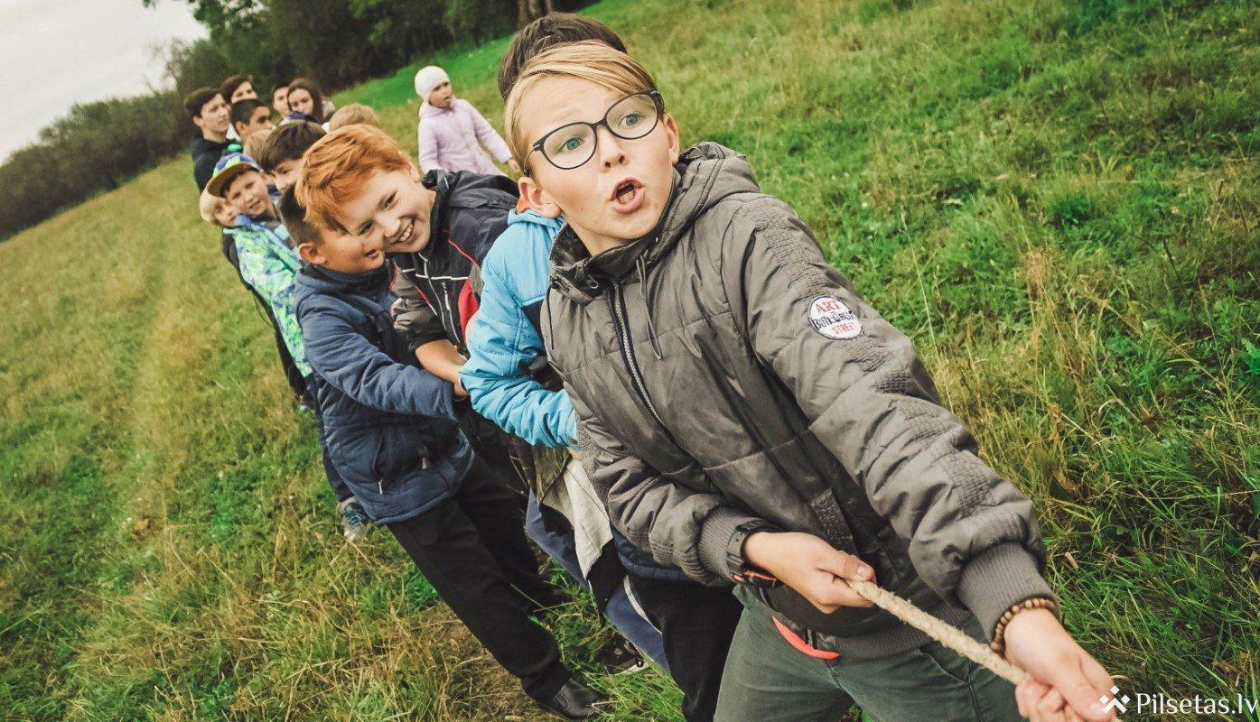 Pašvaldības visā Latvijā īstenos atbalsta nometnes skolēniem