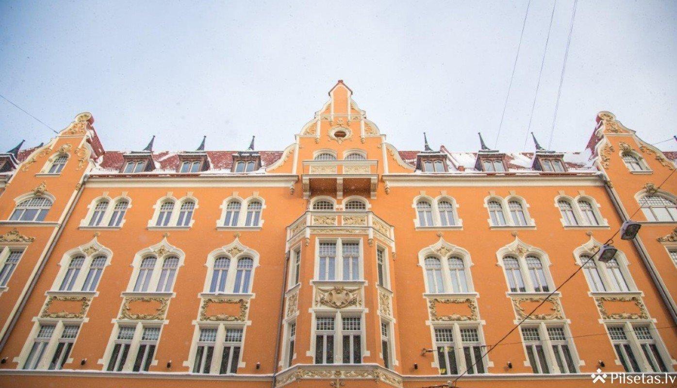 Pabeigta Ekonomikas ministrijas ēkas Brīvības ielā 55 fasādes un jumta atjaunošana
