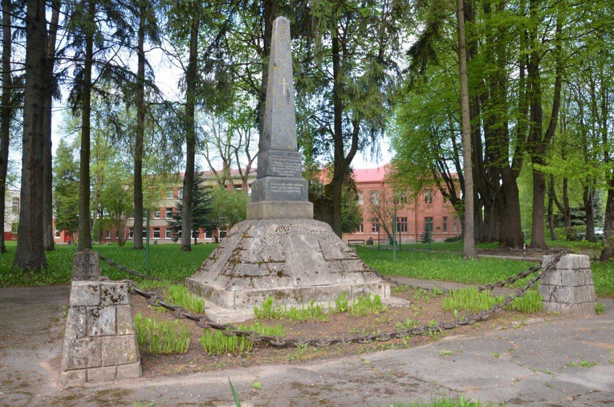 I pasaules karā kritušo krievu karavīru kapa piemineklis