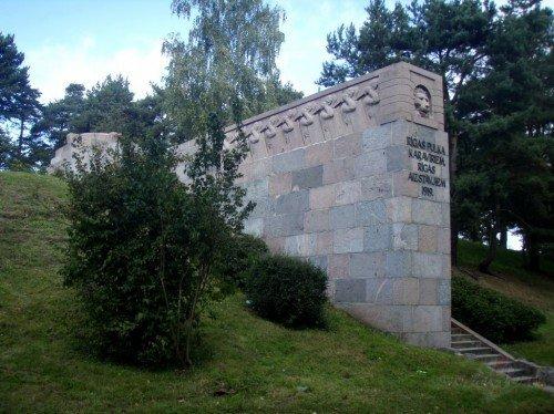 Piemineklis Sudrabkalniņš