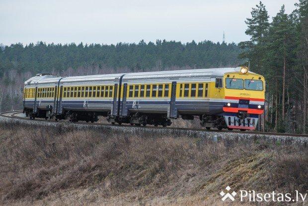 """""""Pasažieru vilciena"""" lietotne papildināta ar abonementa e-biļetes iegādes iespēju."""