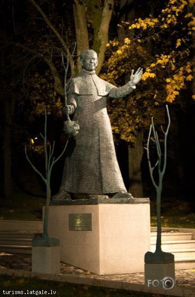 F. Trasuna piemineklis