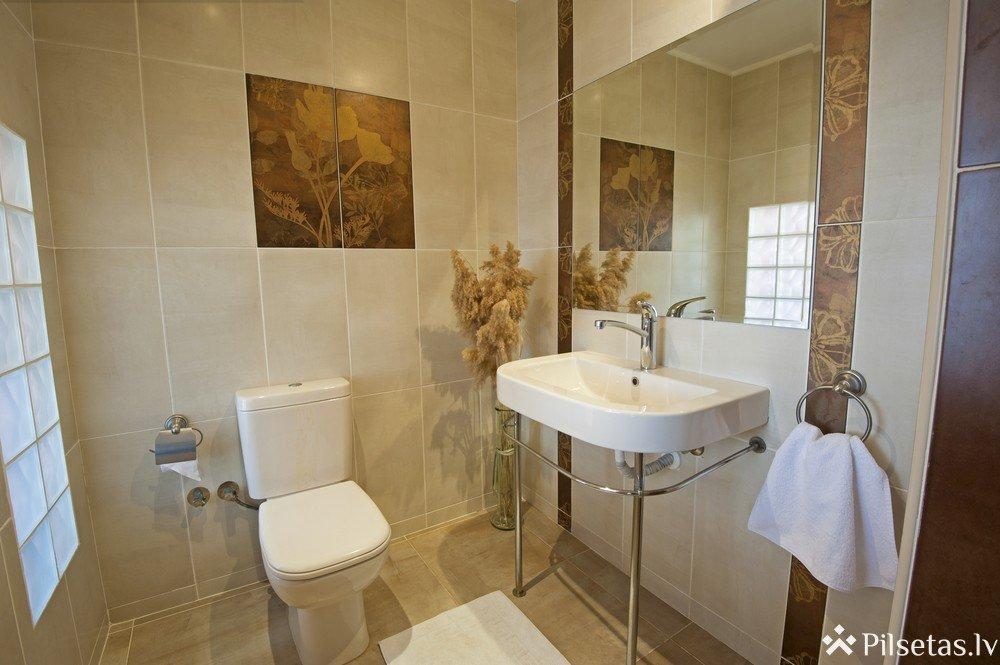 Kā izvēlēties flīzes vannas istabai? 5 padomi