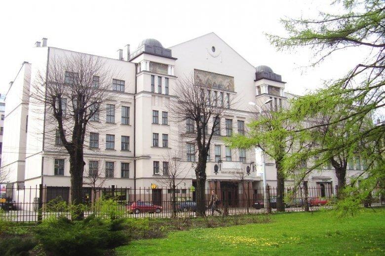 Latviešu biedrības nams