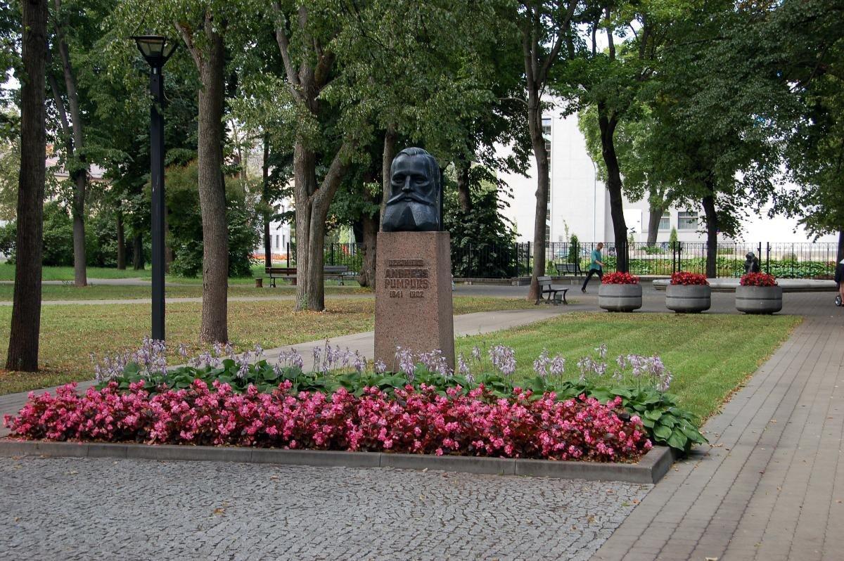 Dzejnieka Andreja Pumpura skvērs