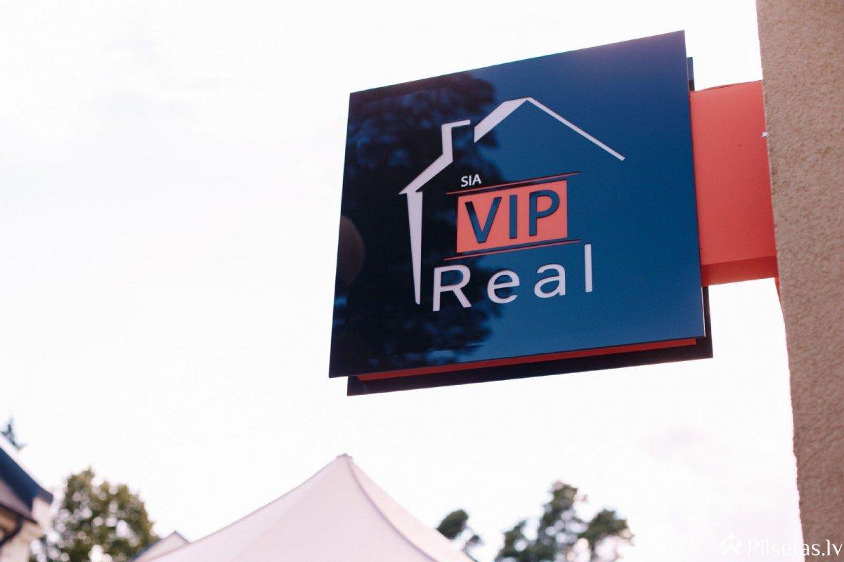 «Агента по недвижимости наградили премией в виде путешествия в любую точку планеты за успешные продажи квартир в Park Residence»
